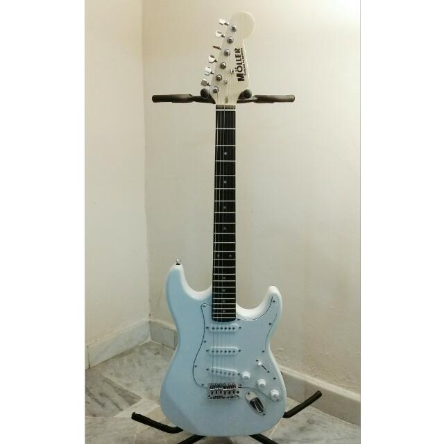 Moller Electric Guitar (White) - New With Gigbag, Music & Media, Music