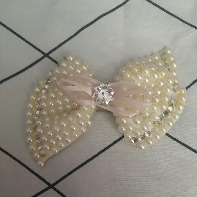 Pearl Jewelled Hair Clip bow