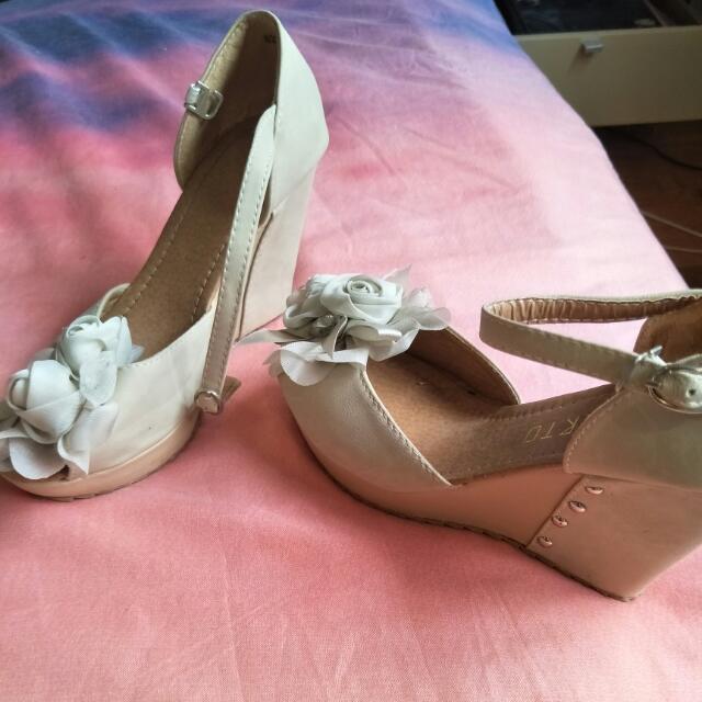 Roberto cream heels