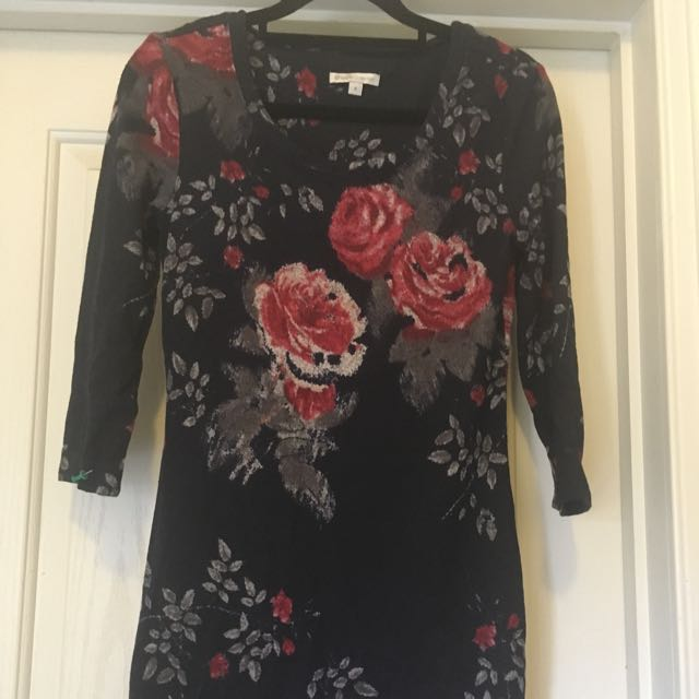 Short navy floral dress.
