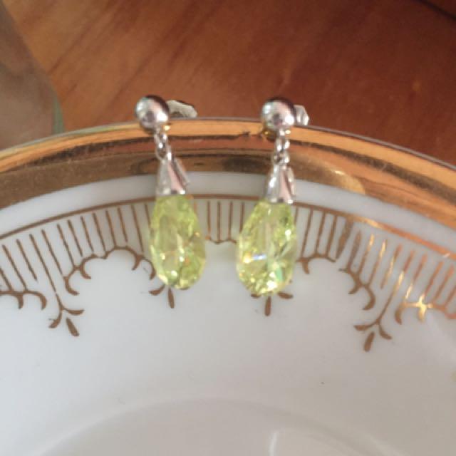 sterling silver earrings teardrop with peridot stones green