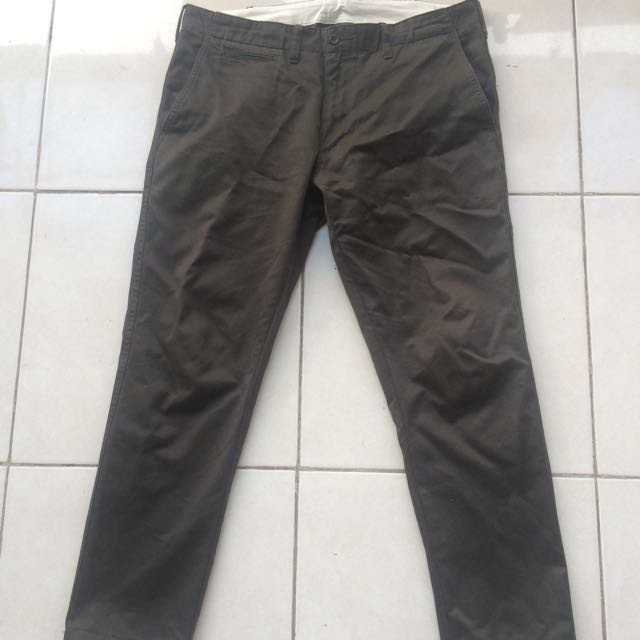 Uniqlo Slim Straight Chino Pants in Olive Green