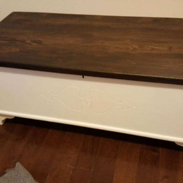 Wooden Coffee Table/storage Chest