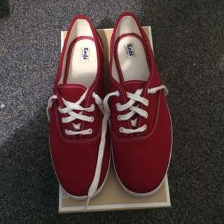 size 9 Red Keds
