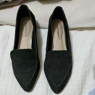 Hush Puppies Pointed Black Flats (Size 7)