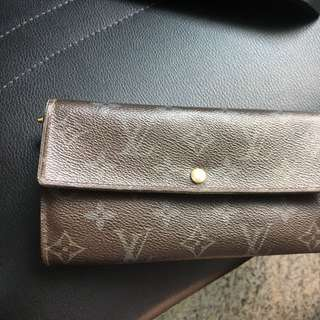 💯authentic Louis Vuitton ( Not Available At The Moment)