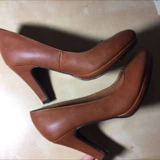 Brown Heels Size 7 Brand New
