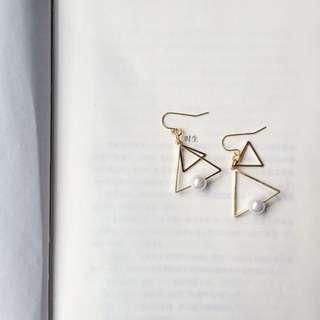 ✔️ 金三角幾何珍珠耳勾耳環
