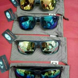 Oakley w/ pouch Made in USA Price : 850 php
