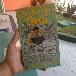 """Novel Raditya Dika """"Babi Ngesot"""". Kondisi 95%"""