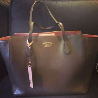 Gucci Swing Large Tote In Taupe