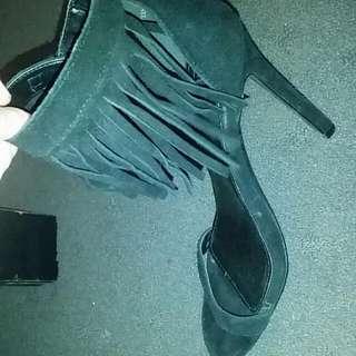 Frilled Heel