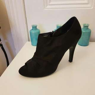 Size 9 Stunning Labeled womans Shoes