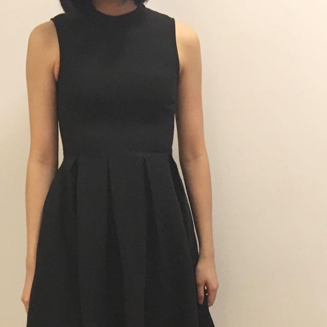 小高領黑圓裙洋裝
