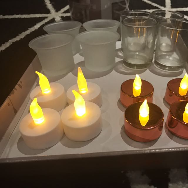 FLICKERING TEALIGHT CANDLES