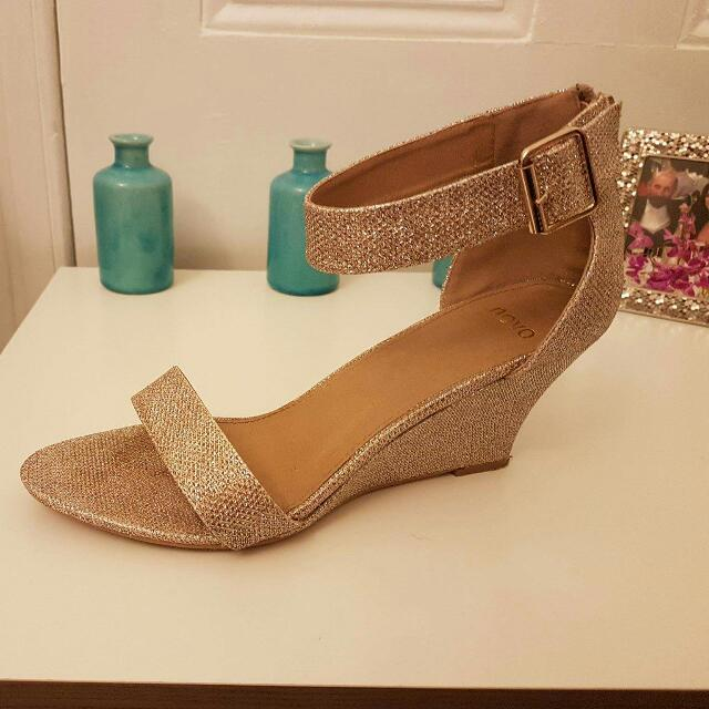 Gold Size 10 Novo Evening shoes
