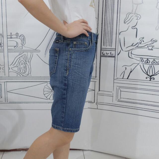 Jeans Sedengkul