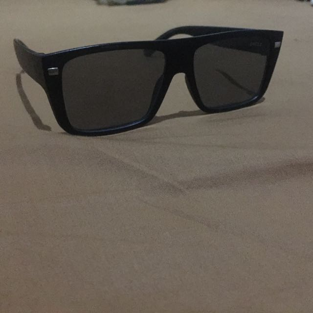 Kacamata Hitam Gaya