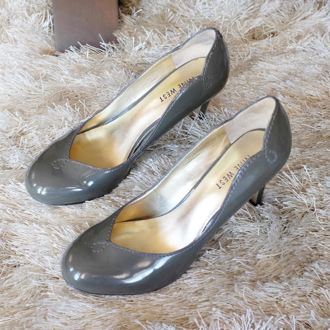 Nine West Gray Heels (Size 6)