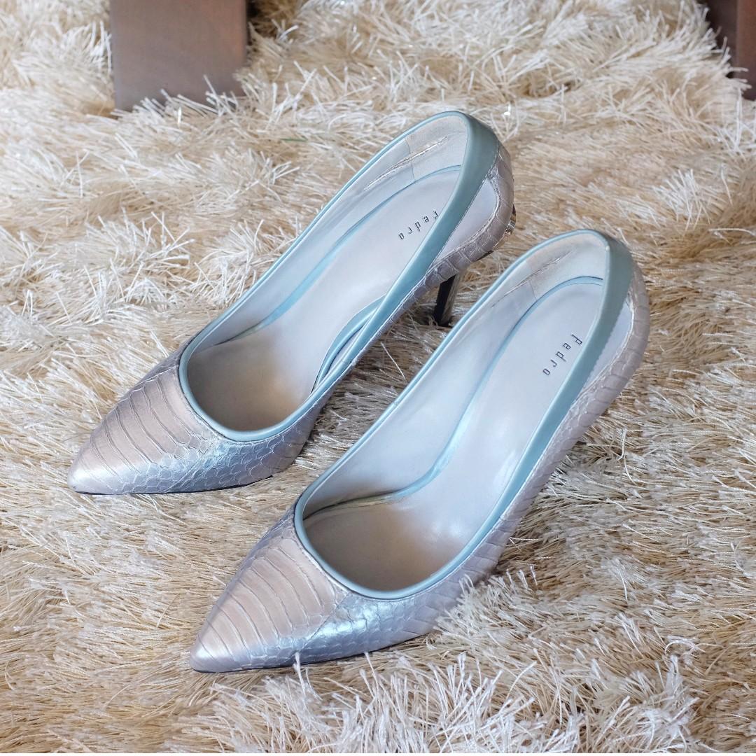 Pedro Blue Heels (Size 6)
