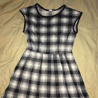 UNIQLO BLACK AND WHITE DRESS
