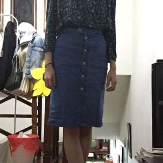 BERSHKA BUTTON UP DENIM SKIRT
