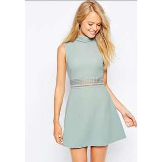 GREEN PATTERNED-CUT COLLARED DRESS