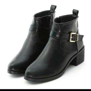 降價 D+AF 金屬扣飾粗跟短靴