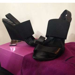 DVF sandals with elastic straps. Wedge