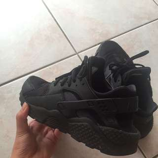 Triple Black Nike Huaraches