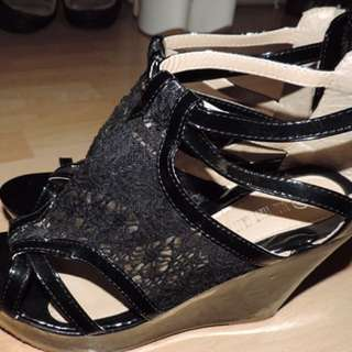 All that glitters black lace peep toe heels size 10 brand new