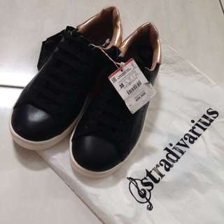 STRADIVARIUS BLACK GOLD SNEAKERS