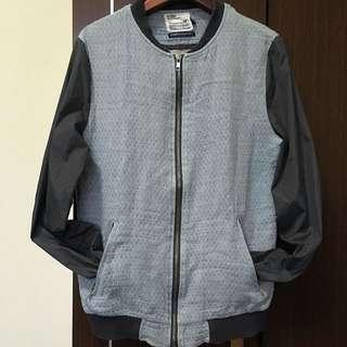日本帶回-雅痞 淺藍牛仔x灰尼龍袖 棒球外套