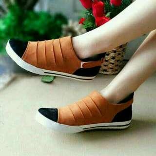 Sepatu sendal wanita Sneaker