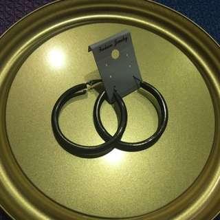 黑色 粗圓圈 耳環