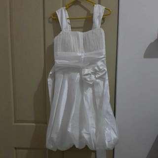 White Mini Dress // Bahan Adem // Fit To L // Tali Panjang Untuk Ikat Pinggang D Belakang . Cocok Untuk Birthday Or Wedding Party // Alasan Jual Udah Pernah Pakek Di Acara Wedding // Jual Murah Karena Gift
