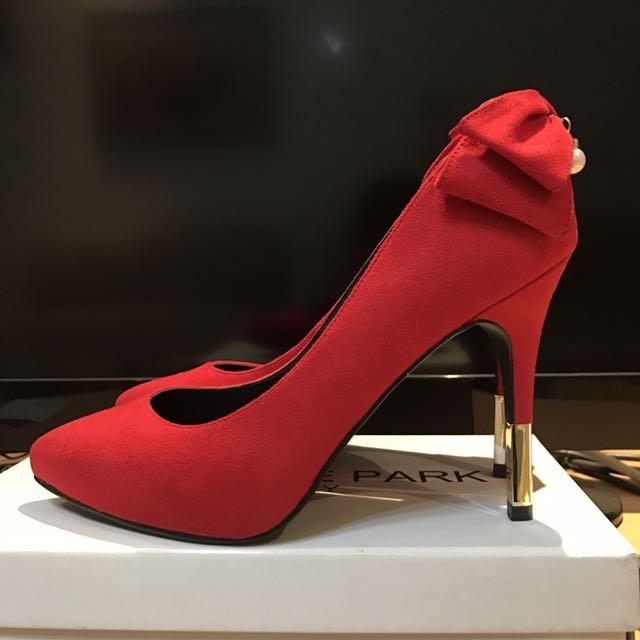 達芙妮紅色絨布珍珠蝴蝶結高跟鞋婚鞋24號
