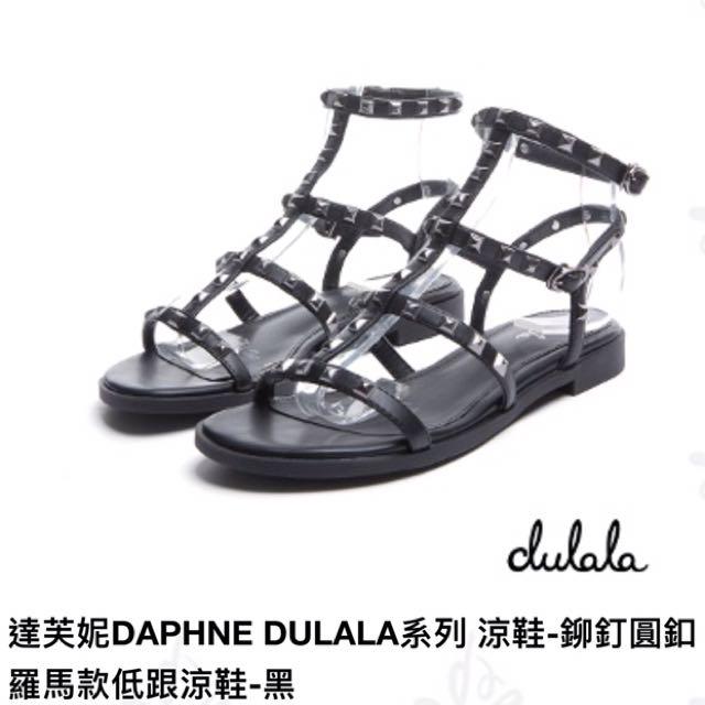 達芙妮 杜拉拉系列涼鞋-鉚釘圓釦羅馬低跟涼鞋