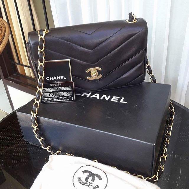 Chanel Vintage Medium Chevron Black Lambskin