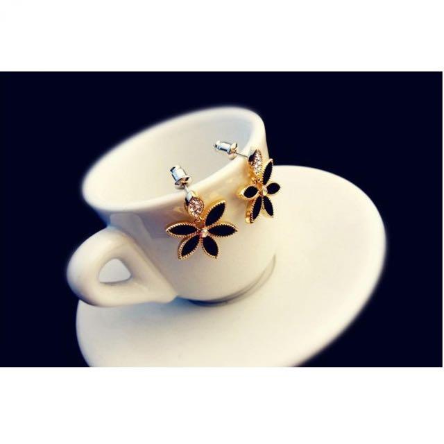 Full Diamond Clover Earrings / Anting Wanita