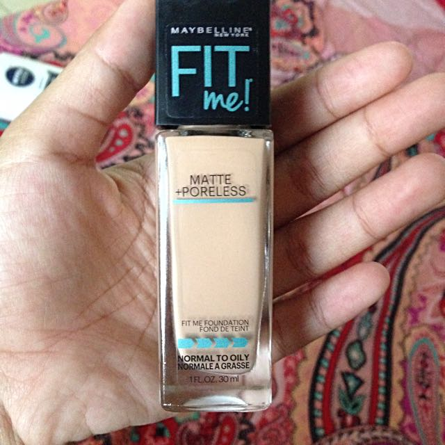 Maybelline Fit Me Foundation (235 Pure Beige)