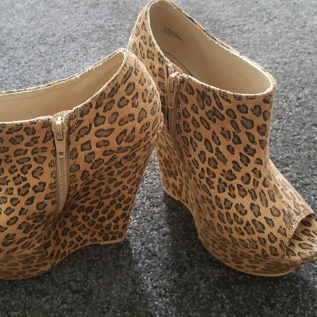 NOVO Leopard Wedges