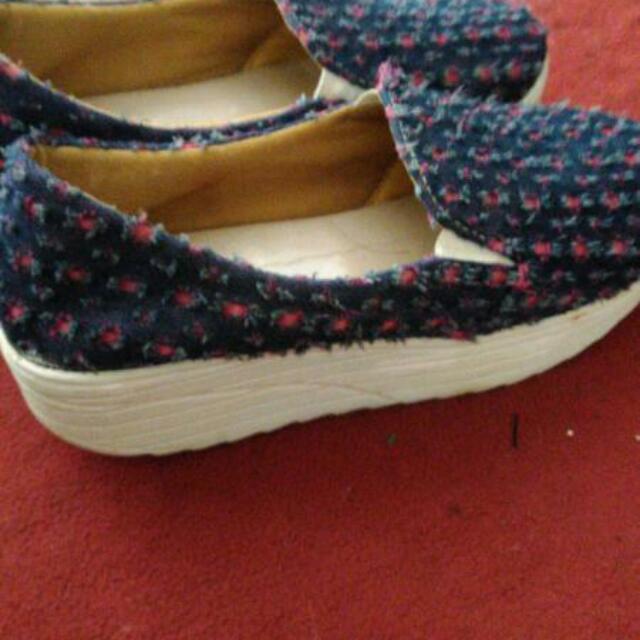 Sepatu Bahan Jeans