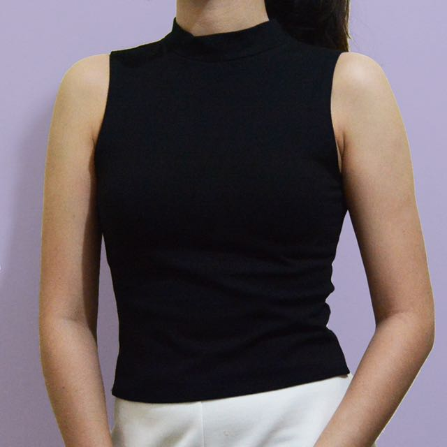 Sleeveless Round Neck Cropped Top