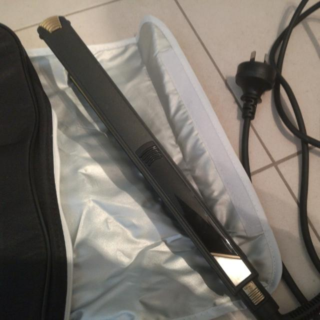 Straightener with Bag