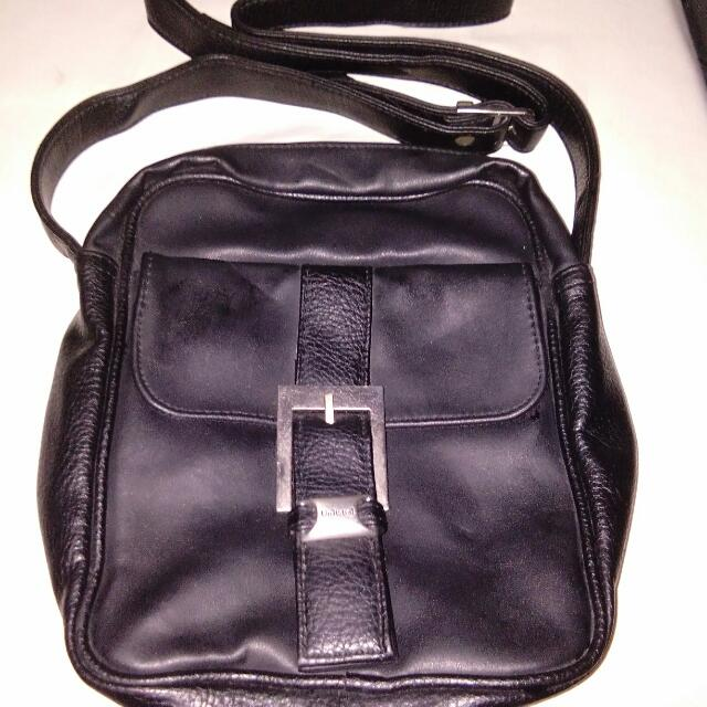 unlisted by kenneth cole sling bag