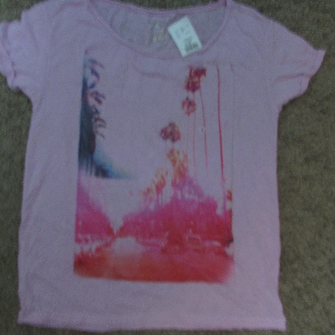 Womens Brand New Tshirts Med to XL