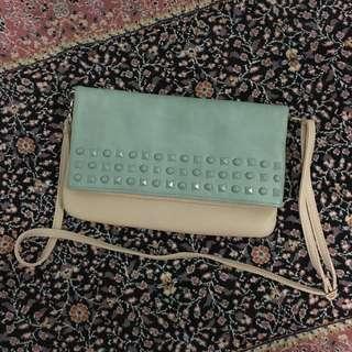Suite Blanco Sling Bag