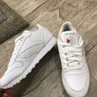 Reebok Classic Nearly New Condition