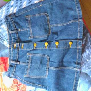 H&M botton down denim skirt size US 6 26/26 good condition once used
